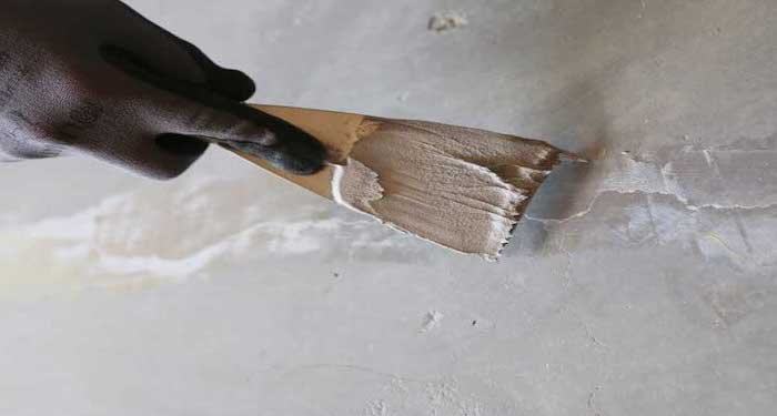 filling in cracks in wall