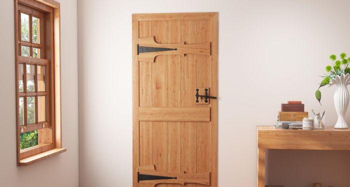 wooden legde door